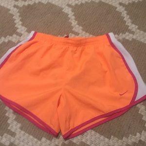 Nike shorts L